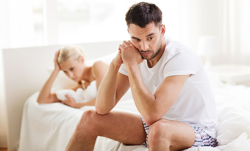 az erekcióval rendelkező pénisz lágyabbá vált