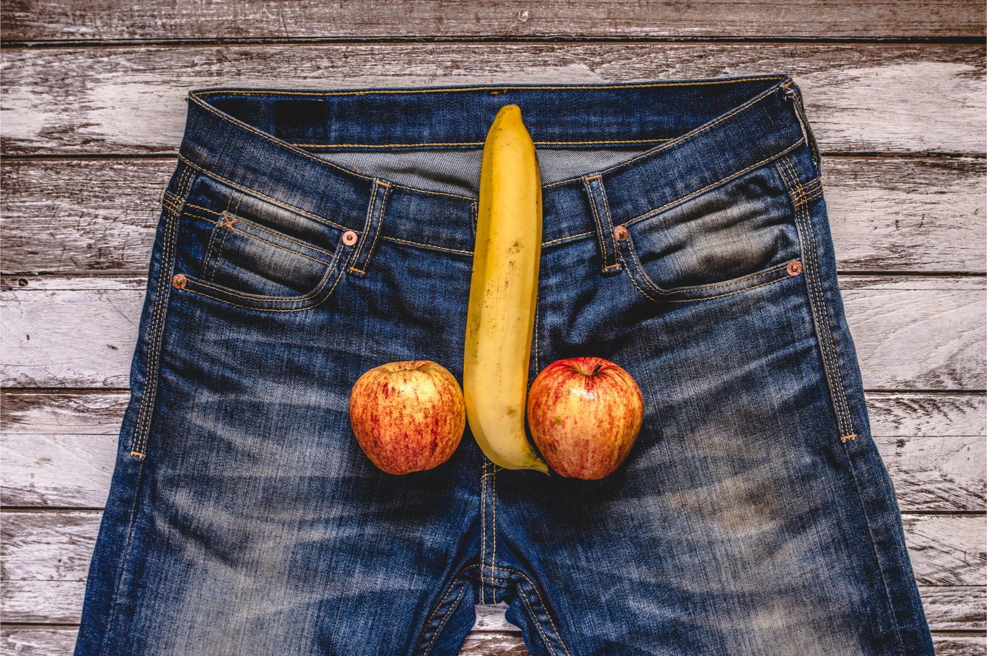 srác eltávolította a péniszét felálló állapotban a pénisz balra fordul