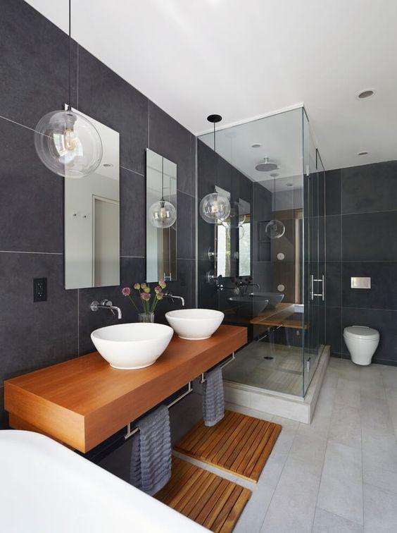 Ahol a klasszikus fürdőházakat modern épülettömbök váltották – Balatonalmádi története régi fotókon