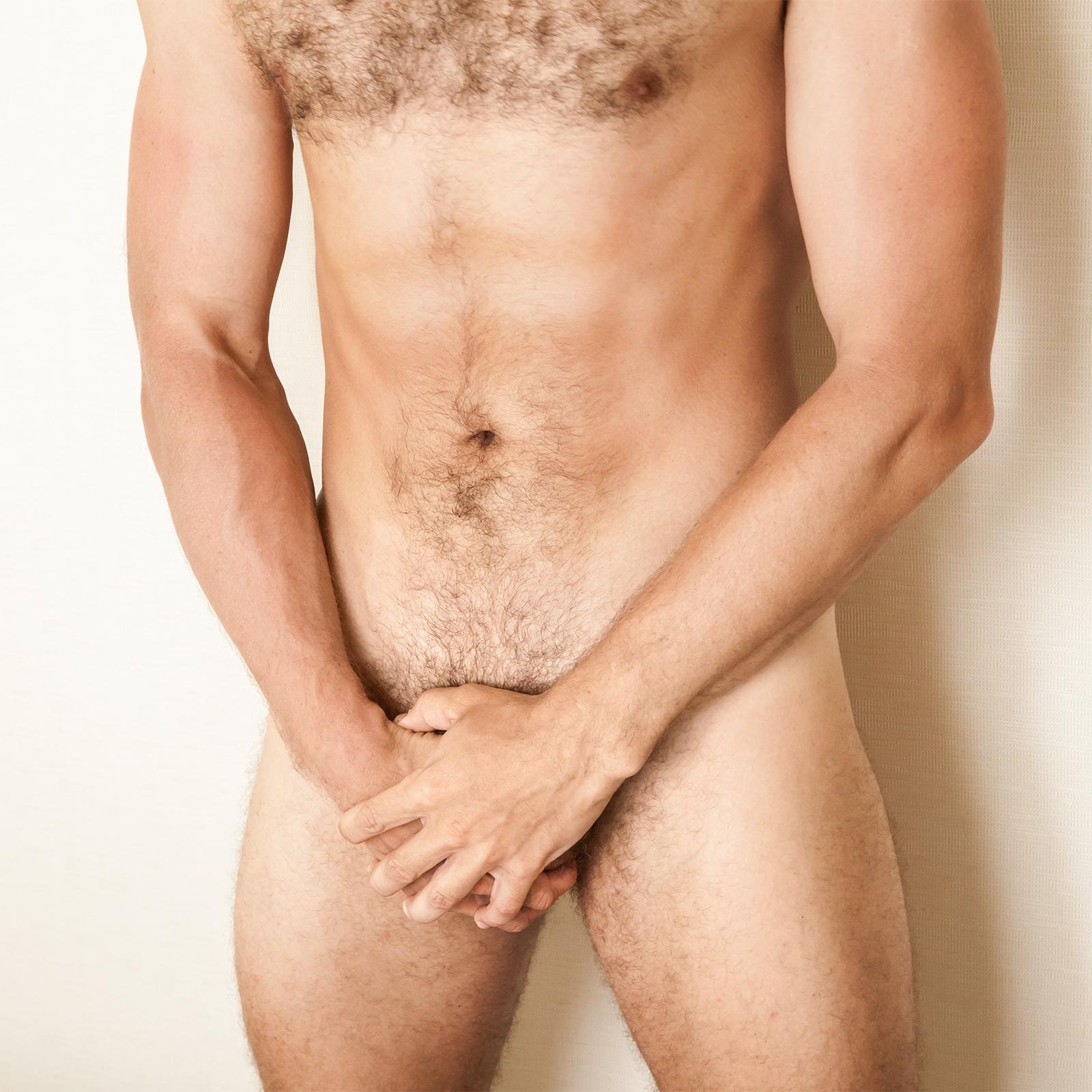 férfiak meztelen pénisz az erekció az aktus során csökken