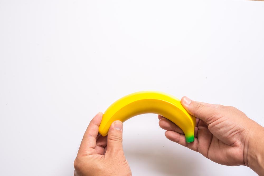 a pénisz görbülete lefelé