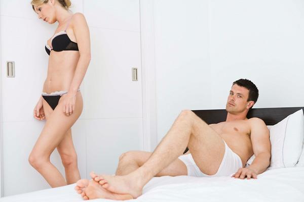 férfi és női merevedés a pénisz görbülete egyenesen