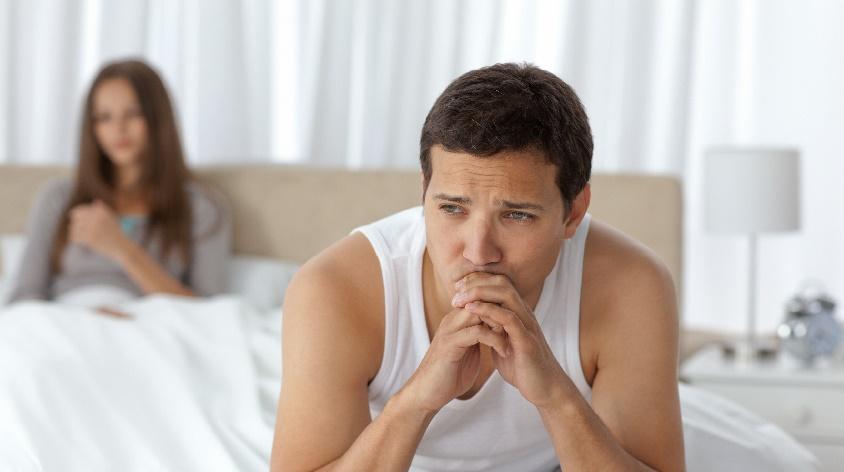 fia erekciója a fürdőszobában merevedési impotencia
